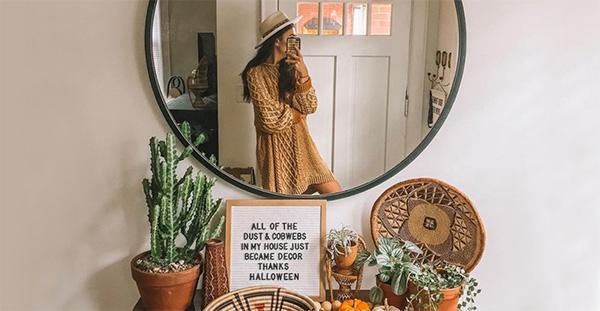 Một chiếc gương đẹp sẽ giúp bạn có những ý tưởng chụp ảnh qua gương độc đáo