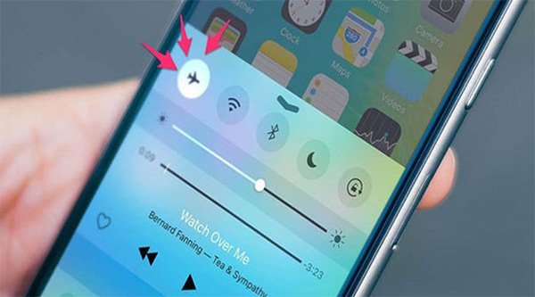 Bật chế độ máy bay sẽ giúp tăng tốc độ sạc pin điện thoại