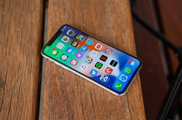 Một số vấn đề liên quan tới màn hình và loa cũng là dấu hiệu để bạn biết có nên thay pin cho iPhone hay không