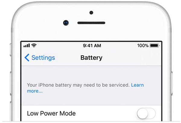 """Nếu xuất hiện dòng chữ """"Your iPhone Battery May Need To Be Serviced"""" có nghĩa là bạn nên thay pin iPhone đi nhé"""