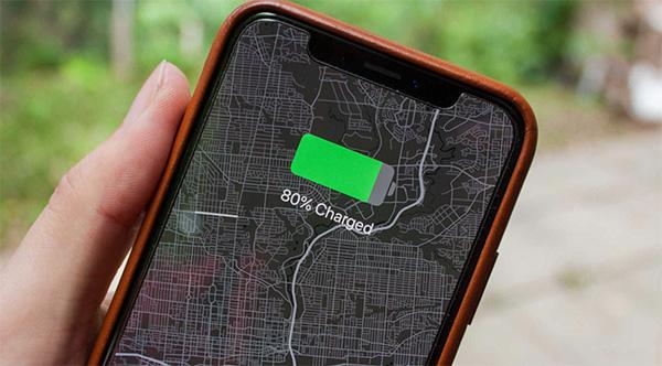 Có nên sạc điện thoại đầy 100% không?
