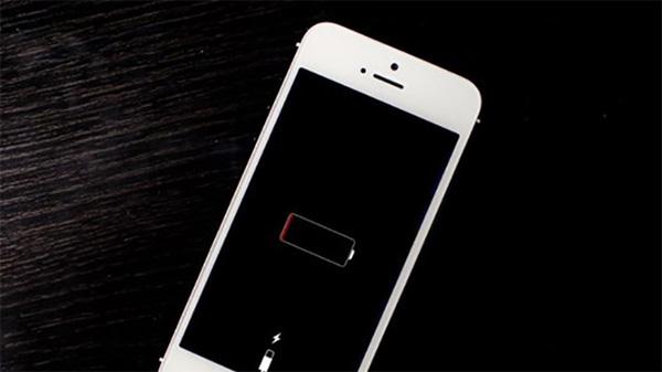 Hạn chế tối đa việc dùng điện thoại kiệt pin rồi mới sạc