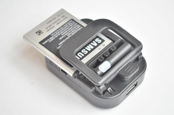 Với điện thoại đời cũ, điện thoại pin rời mọi người có thể thực hiện cách kích pin điện thoại đơn giản này
