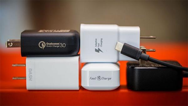 Sạc pin chính hãng sẽ giúp việc sạc pin iPhone được đảm bảo