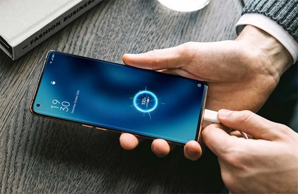 Môi trường nhiệt độ cao sẽ ảnh hưởng tới hiệu suất và khả năng sạc pin điện thoại