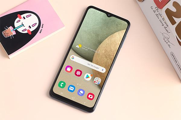 Lớp phủ trên màn hình Samsung có tác dụng gì?
