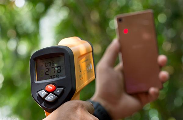 Nhiệt độ pin điện thoại lý tưởng là 45 độ C trong điều kiện nhiệt độ phòng
