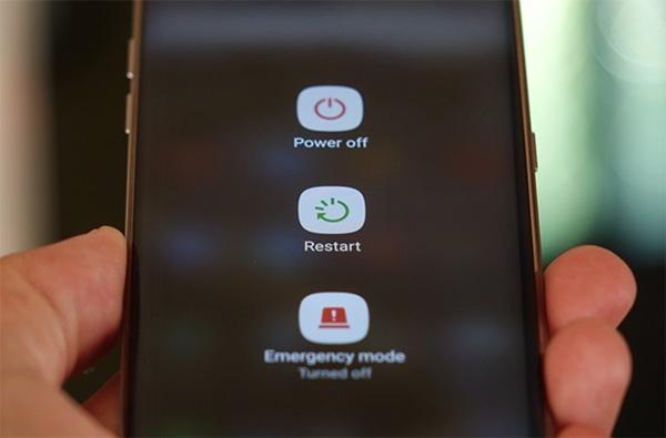 Có khá nhiều nguyên nhân khiến điện thoại tự khởi động lại