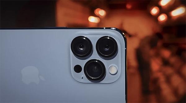 Camera trên iPhone 13 Pro có nhiều nâng cấp. Có thêm cảm biến Sensor-Shift OIS.