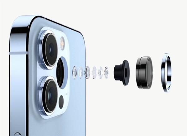 iPhone 13 Pro đi kèm cụm camera lớn hơn iPhone 12 Pro.